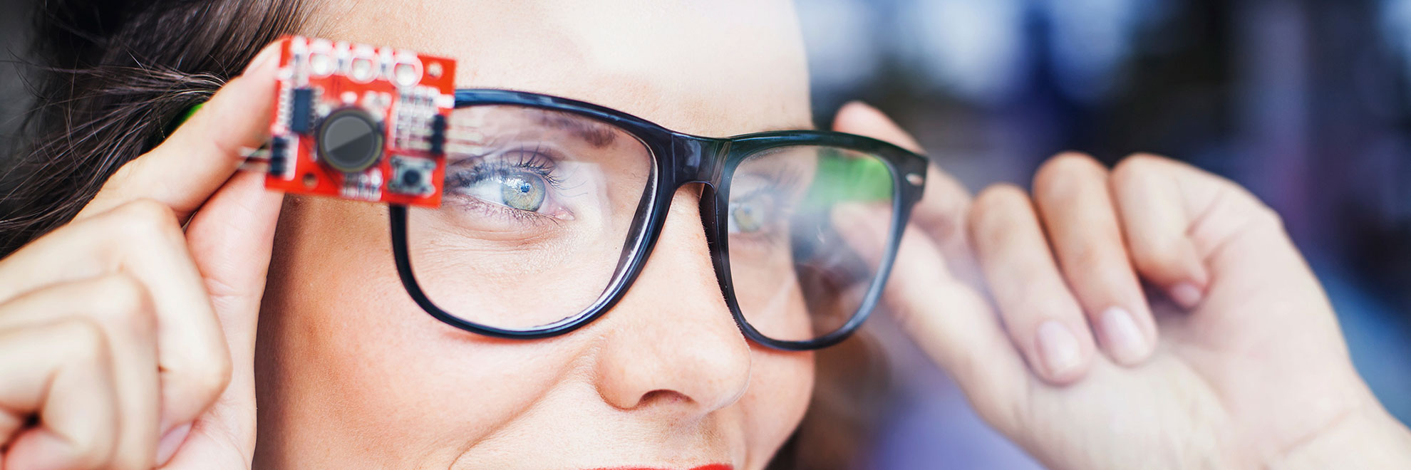 woman smart glasses